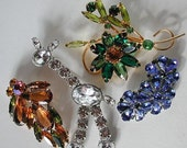 Lot 3 of 4 vintage colorful rhinestone brooches / pins