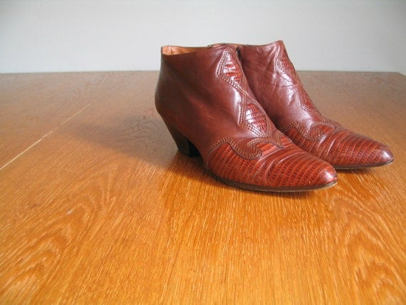gorgeous vintage 90's stacked heel ankle boot from paloma made in Italy