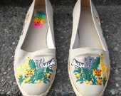 Canvas Zoobilees - vintage slip ons with embroidered zoo animals size 7