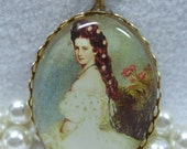 Vintage  Cameo Necklace Of  Princess Elisabeth Cabochon Pendant Fabulous Acrylic Transferware Reproduction