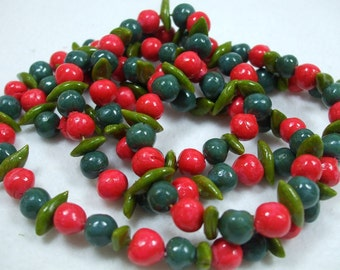Vintage Beaded Red and Green Necklace Costume Jewelry