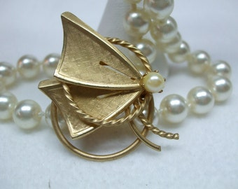 Vintage Goldtone and Faux Pearl Brooch