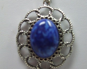 Vintage Silver Filigree Arcrylic Blue Cabochon Necklace in Silverplate Setting