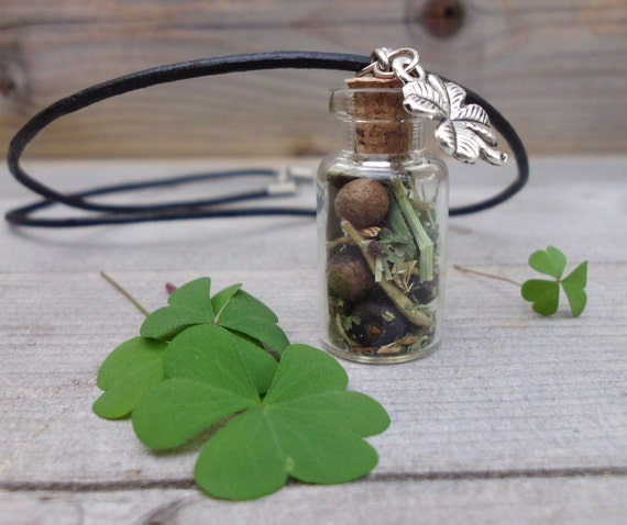 Magickal  Herb Luck Talisman, Attract Good Fortune, Witchcraft, Wicca, Prosperity Magick