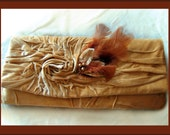 Love - Golden Clutch Bag in Velvet with Brooch with Feathers