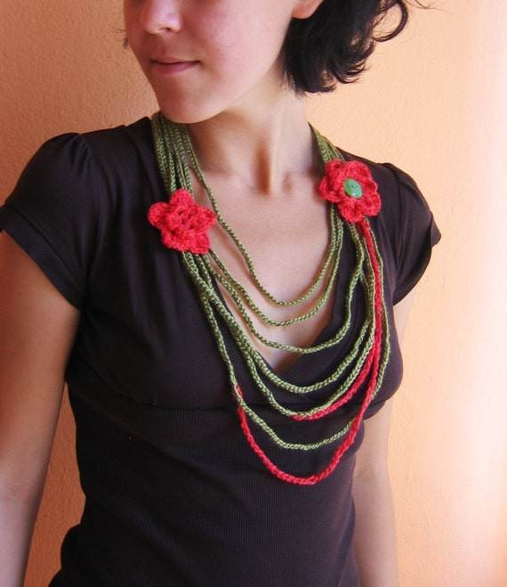 Crochet Necklace with Flowers in Green and Red