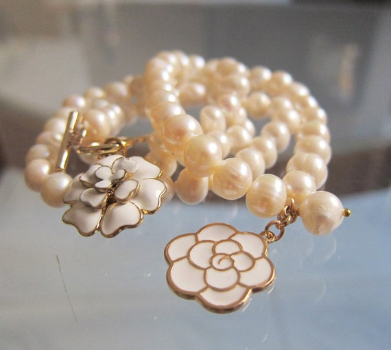 Realsl Set -Freshwater Pearls Necklace and Bracelet with White Metal Roses