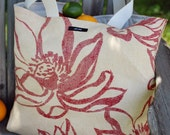 Medium Tote in Natural Red Flower