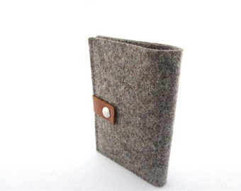 Minimalist  Wool felt wallet -coin wallet- grey- pocket size -monogrammed leather tag - great gift for men-Groomsmen-Wedding