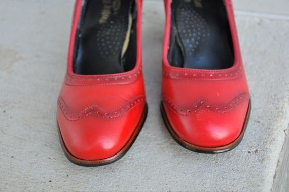 SALE 20% OFF Two tone RED spectator shoes sz 5.5