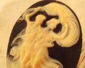 Romantic Lovers Dance Cream and Black Resin Ring