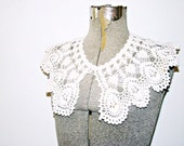 antique crocheted collar . vintage 1950 white lace collar . at montanasnowvintage
