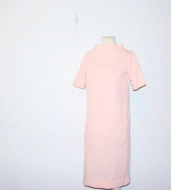 space age dress . 60s vintage . pink . small - medium . at montanasnowvintage