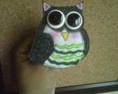 Owliver Hootz -  a felt brooch