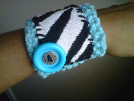kiss my wrist - Wrist Artwear bracelet - nO. 3