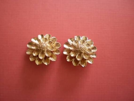 TARA  Vintage Goldtone Flower Clip Earrings-1950's