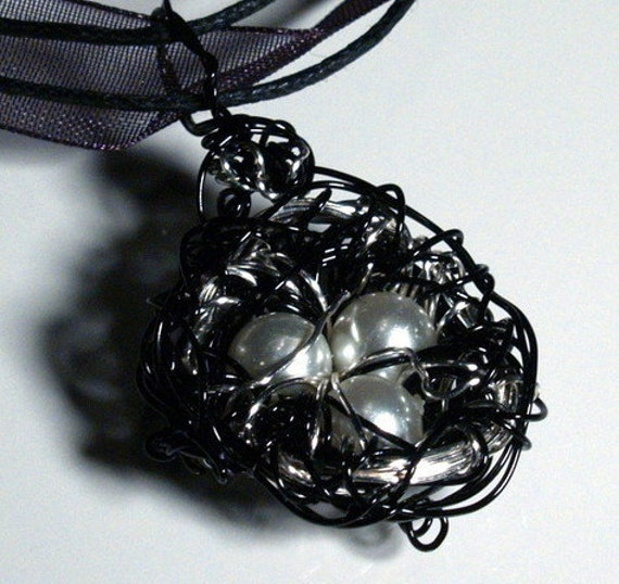 Black Swan Wire Bird Nest with Pearl Eggs