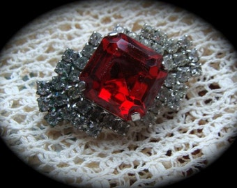 Gorgeous Vintage Red and Clear Rhinesone Brooch