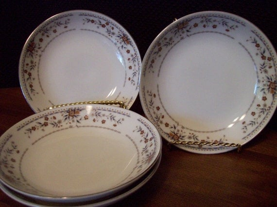 Wade Pottery Porcelain: Vintage 4Pc Wade Porcelain China Claremont Pattern Dessert
