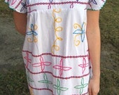 SALE Vintage White Colorful Mexican Embroidered Summer Dress Tunic