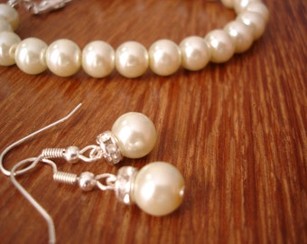 6 Bridesmaids Jewelry Gift Sets - Simple & Elegant Pearl Earrings and Bracelet - set of 6