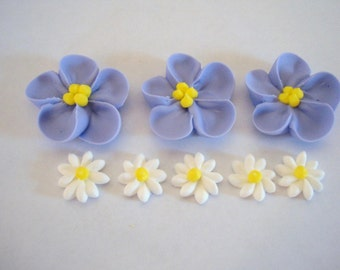 Lot of 100 royal icing sugar flowers