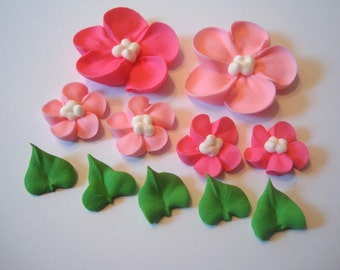 lot of  100 Sugar Flowers and 25 royal icing leaves