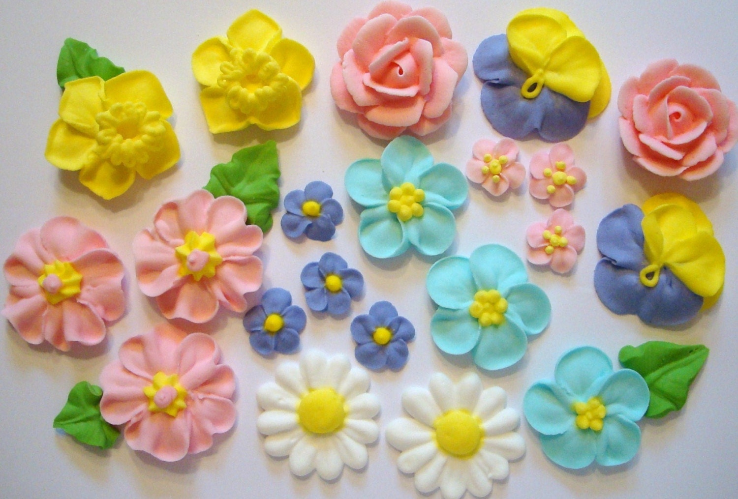 Cake Decorating Icing For Flowers : LOT of 100 Royal Icing Flowers for Cake Decorating