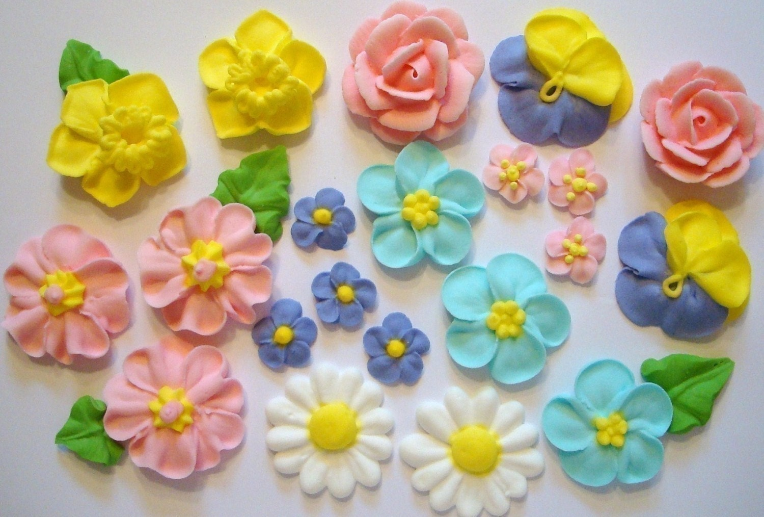 Modern Cake Decoration With Royal Icing : LOT of 100 Royal Icing Flowers for Cake Decorating