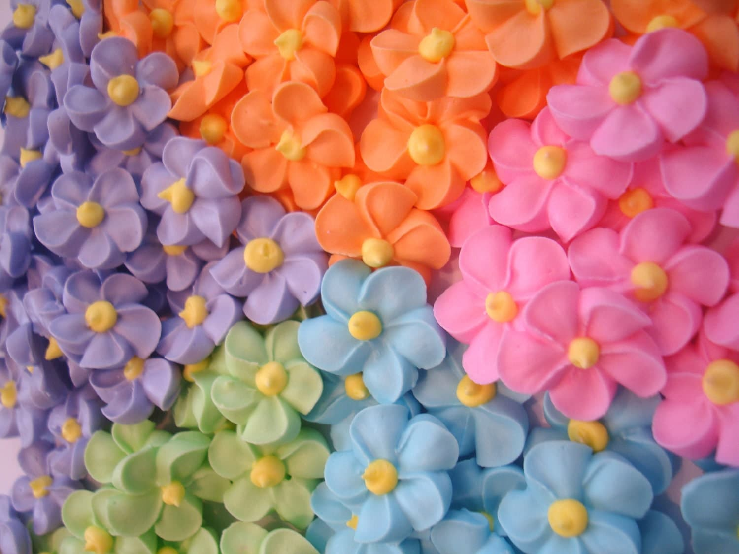 LOT of 100 royal icing flowers for Cake Decorating great for
