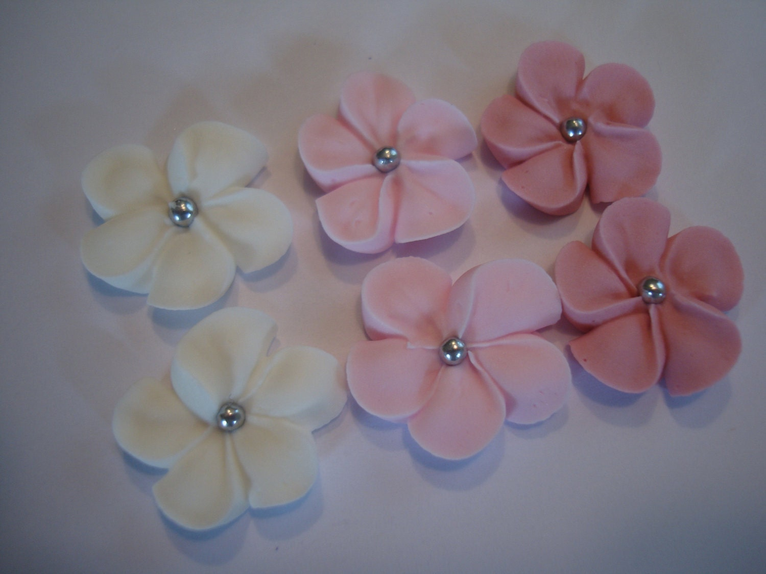 Cake Decoration Icing Sugar : LOT of 100 Royal Icing flowers for Cake Decorating Sugar