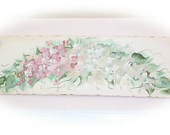 Hand Panted Roses - Wood  roses sign - Shabby and so Chic