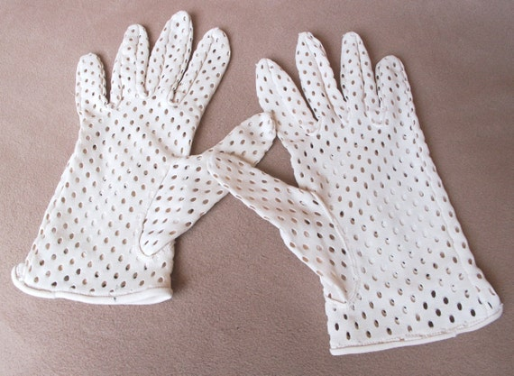 Vintage 50's Gloves, Cream or Vanilla, Perforated, Cool for Summer, Mad Men Style.