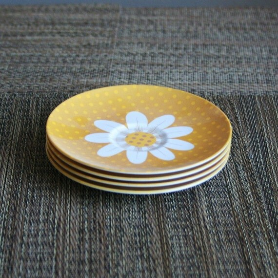 Set of 4 Retro Daisy Plastic Melmac Saucers