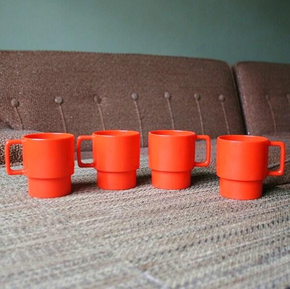 Set of 4 Retro Bright Red Stackabl Plastic Mugs