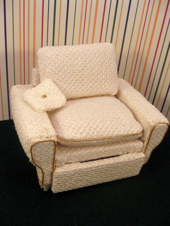 Miniature Recliner Chair for Dollhouse
