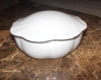 Price Reduction - Vintage Lefton Bone China Jewerly / Trinket Box - 1987