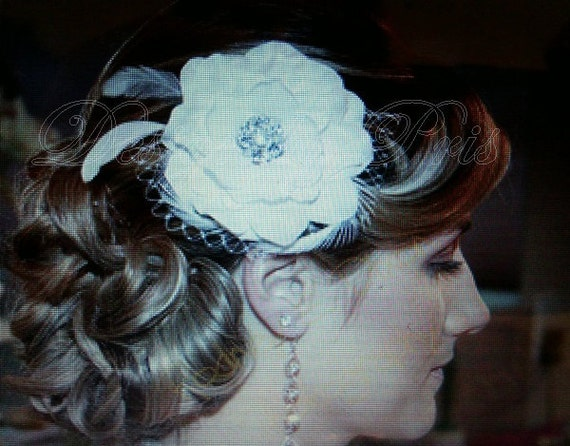 BM8-OW - Bridal Off White Hair Flower with Rhinestone Center, Feathers and  Netting - Bridal.Hairpiece