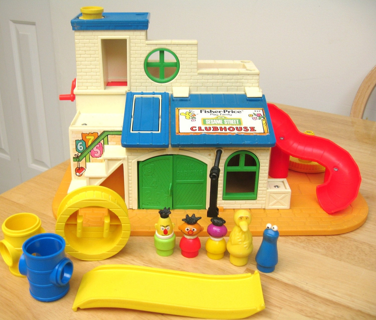 vintage fisher price sesame street clubhouse playset. Black Bedroom Furniture Sets. Home Design Ideas