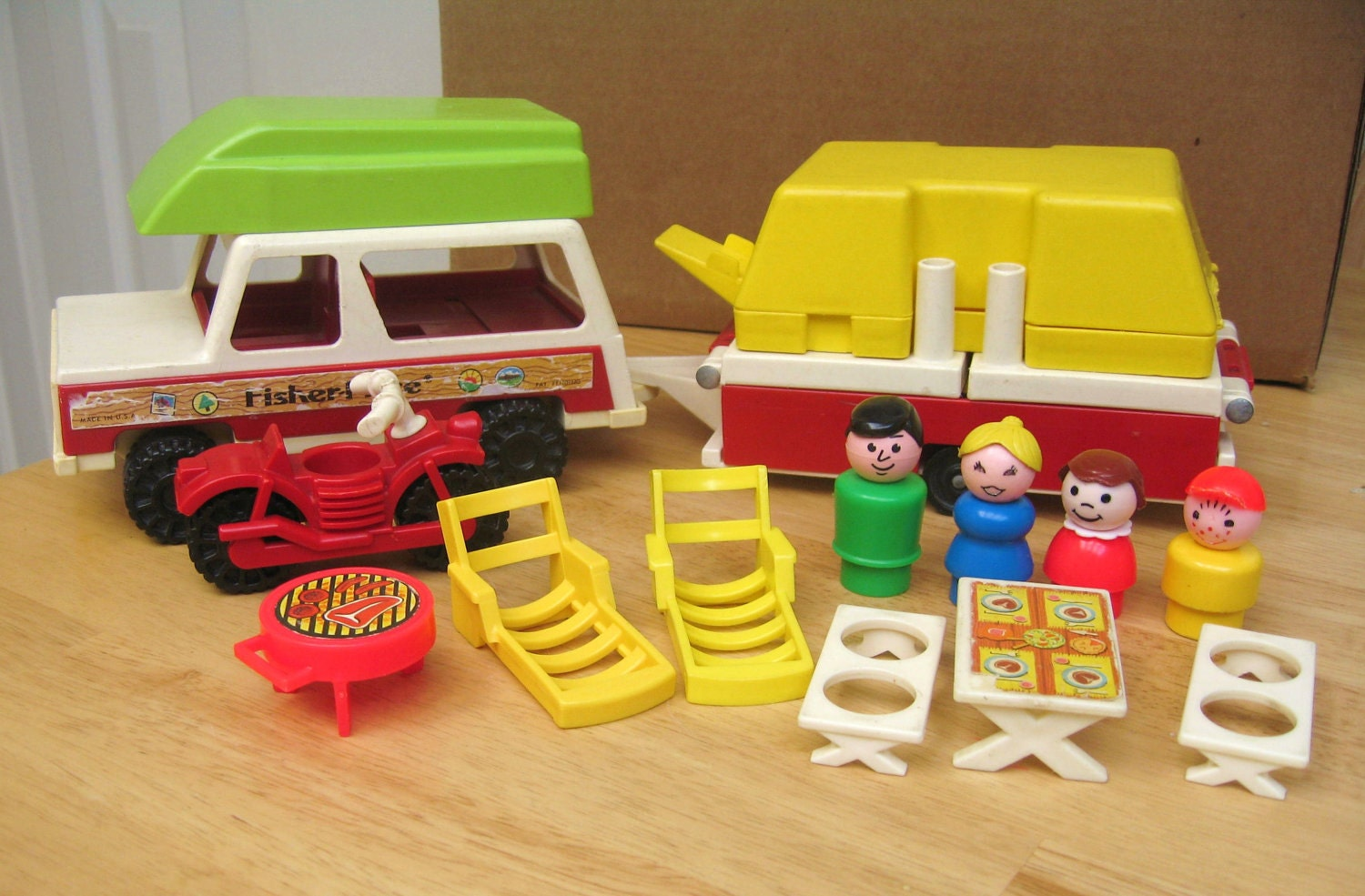 vintage fisher price pop up camper. Black Bedroom Furniture Sets. Home Design Ideas