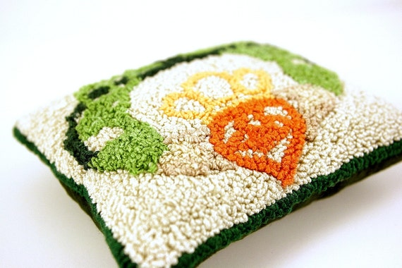 Sachet - Celtic Knot Irish Claddaugh. Irish Spring Home or Cottage Decor. Punchneedle Embroidery. Green, Cream, Orange. Lemon Grass