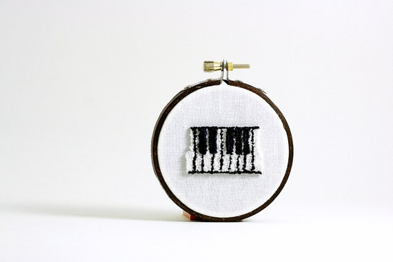 Ready to Ship - Piano Keys Punch Needle Embroidery Hoop Art. Black and White Home Decor. Teacher or Musical Director Gift. Eco Friendly.