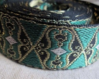Wings of Sy jacquard ribbon in GOLD and GREEN