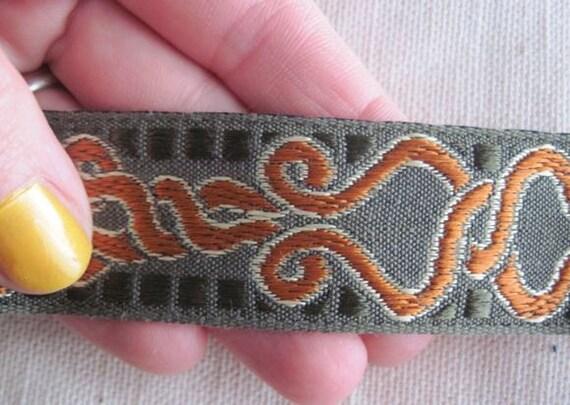 Twist  Loop Jacquard Ribbon RUST on Olive