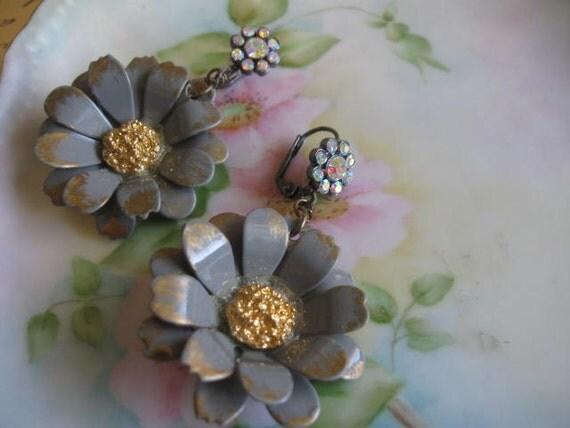 vintage assemblage dangle flower rhinestone old ooak earrings.Sweet Daisy