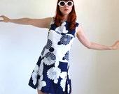 1960s Shift Dress. Navy White. Floral Print Pattern. Mod. Garden Party Dress. Summer Fashion. Weddings. Mad Men Fashion. Resort. Size Large