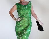 Sale - Vintage 1960s Green Floral Wiggle Dress. Mad Men Fashion. Cocktail Dress. Weddings. Fall Fashion. Spring Fashion. Size Medium