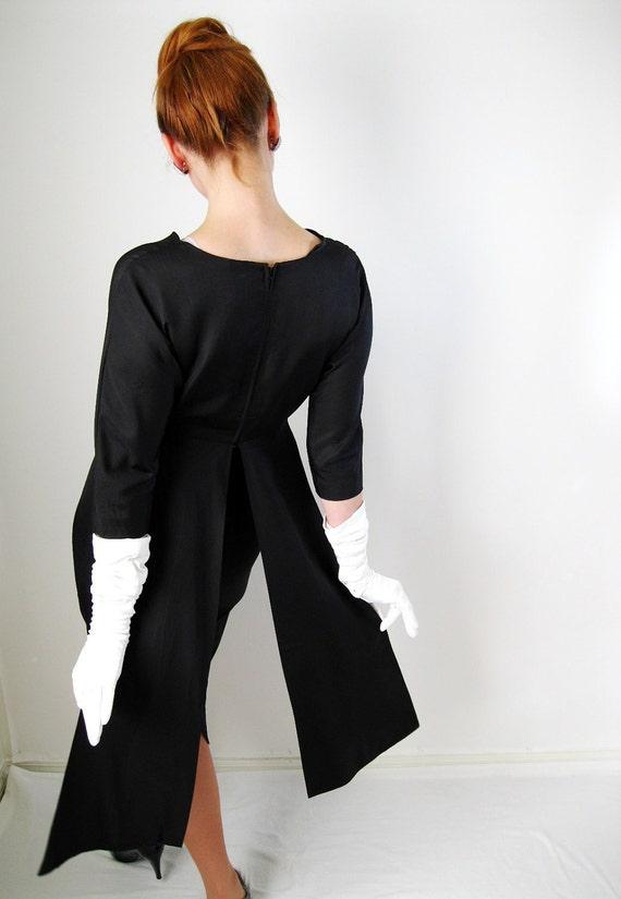 1950s Dress . Little Black Dress. Cocktail Party Dress. Romantic Dress. Silk.  Wiggle.  Mad Men.  Audrey Hepburn. Sexy Dress