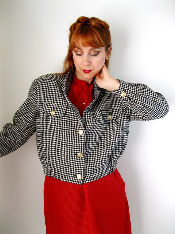 Sale- 1980s Houndstooth Jacket. Black And White. 80s Does 40s. Fall Fashion. Office Fashion. Mad Men Fashion. Spring Fashion.  Size Medium