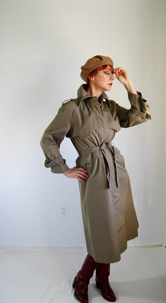 Sale- 1970s Tan Jacket Trench.  Audrey Hepburn. Mad Men Fashion. Office Fashion. Spring Fashion. Fall Fashion. Size Medium